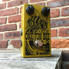 """Mojo Hand FX One Ton Bee """"Ad-Venture-ous"""" Fuzz Pedal"""