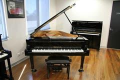 Ronisch 186K Grand Piano -  Ebony Polish
